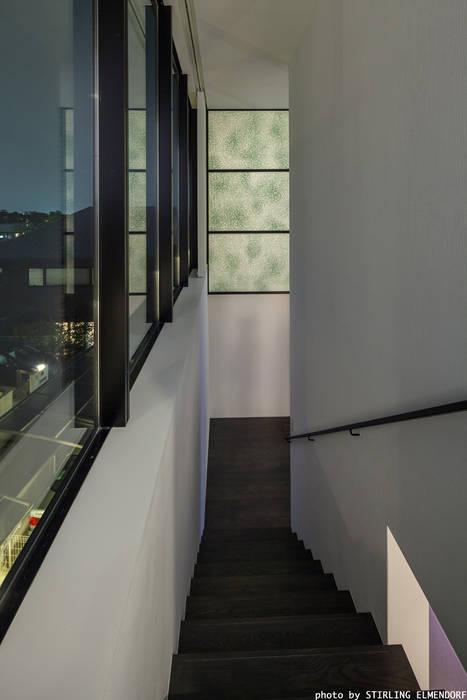 Modern corridor, hallway & stairs by エスプレックス ESPREX Modern