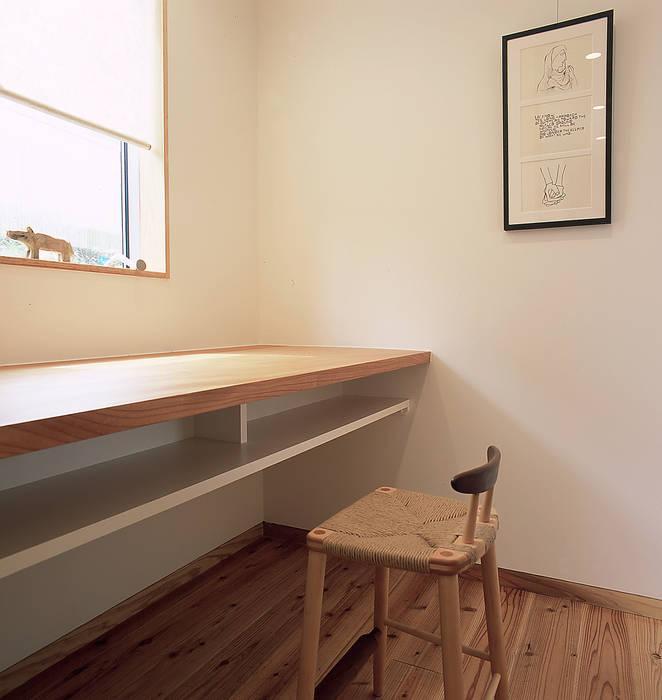 家事室 ㈱ライフ建築設計事務所 モダンデザインの 多目的室