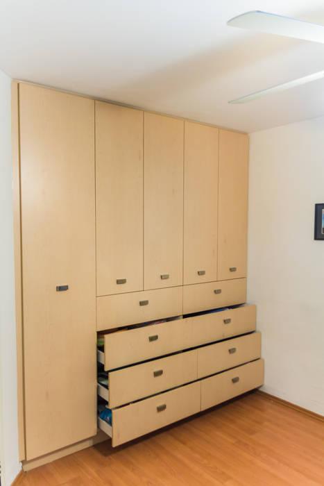 Los closets 3: Vestidores y closets de estilo  por Mikkael Kreis Architects