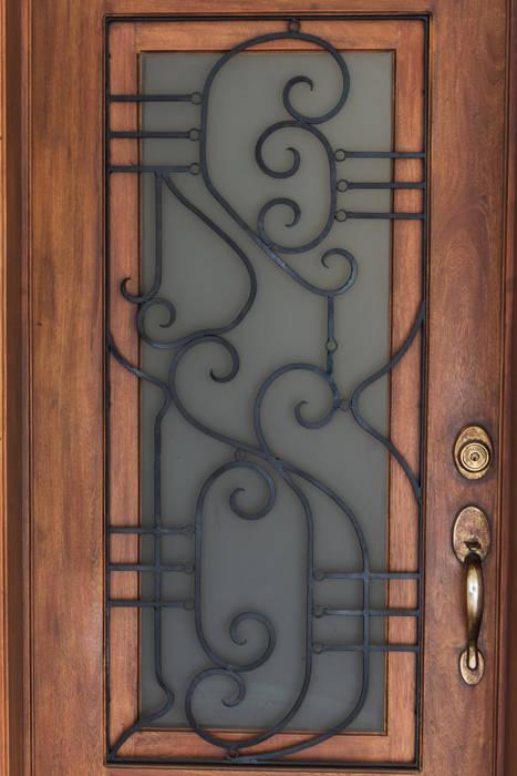 La puerta: Ventanas de estilo  por Mikkael Kreis Architects ,