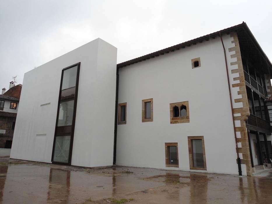 Casas de estilo  de MC CONSERVACIÓN Y RESTAURACIÓN, S.L.