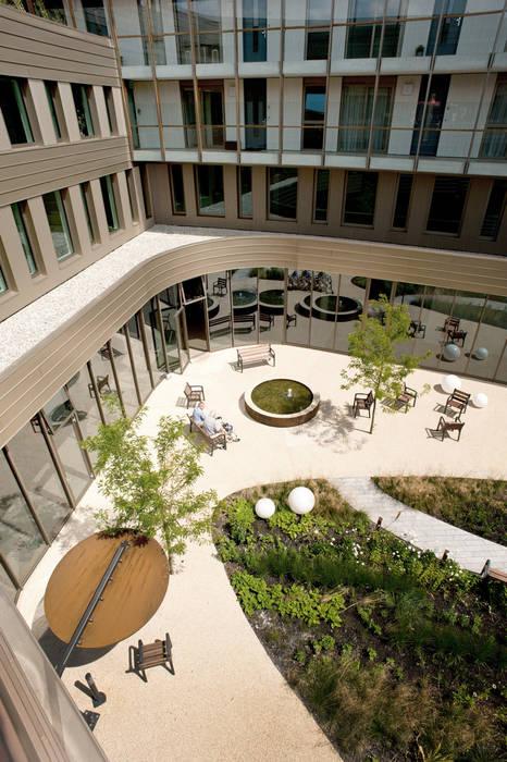 by Andrew van Egmond (ontwerp van tuin en landschap) Modern