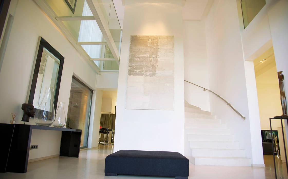 Hall d'entrée: Couloir et hall d'entrée de style  par GUILLAUME DA SILVA ARCHITECTURE INTERIEURE