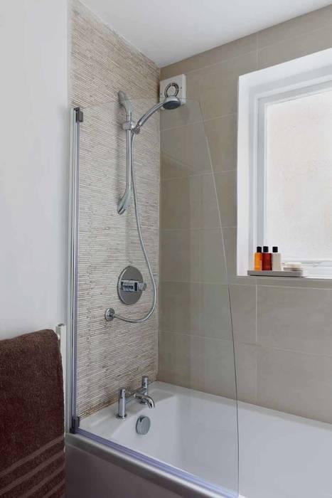 Bathroom detail: Bagno in stile in stile Moderno di gdp interiors