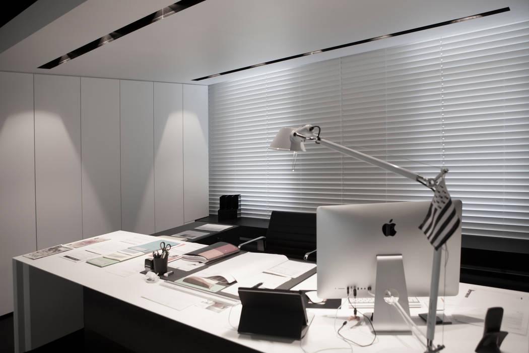 Edificios de oficinas de estilo por guillaume da silva