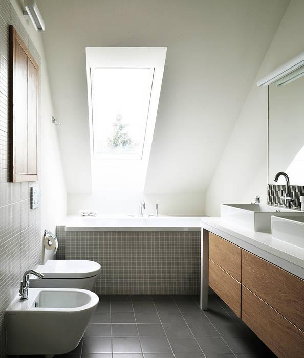 Wnętra domu jednorodzinnego Nowoczesna łazienka od Konrad Muraszkiewicz Pracownia Architektoniczna Nowoczesny