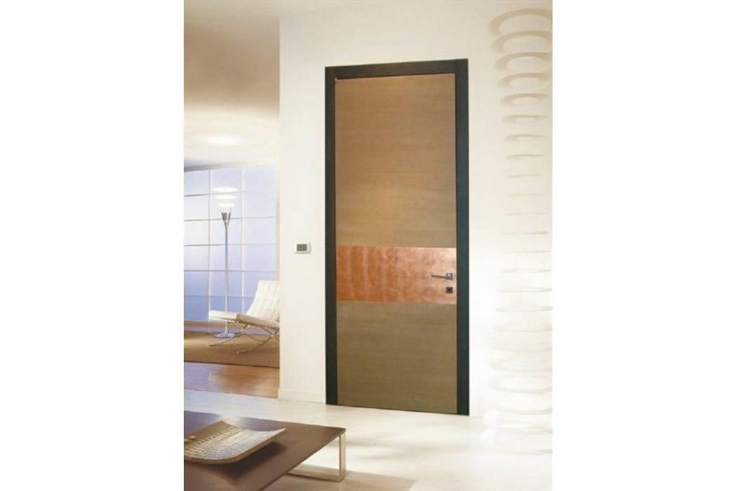 porta in legno Frame Rovere + Foglia di rame: Finestre in stile  di TONDIN PORTE SRL con unico socio