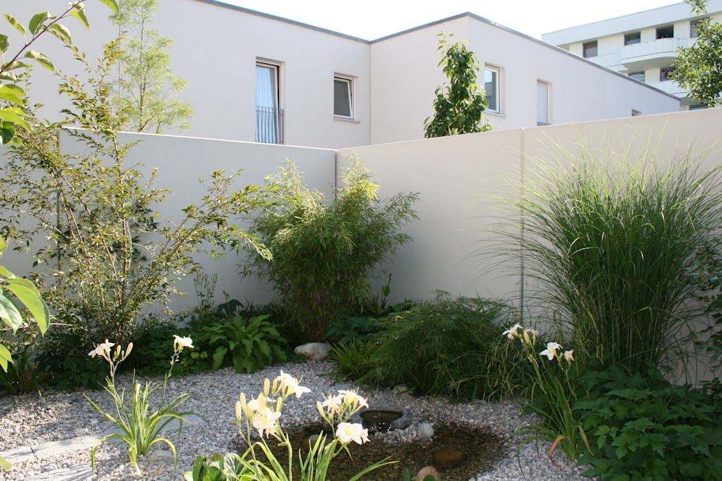 Atriumgarten München Riem Moderner Garten von Blumen & Gärten Modern