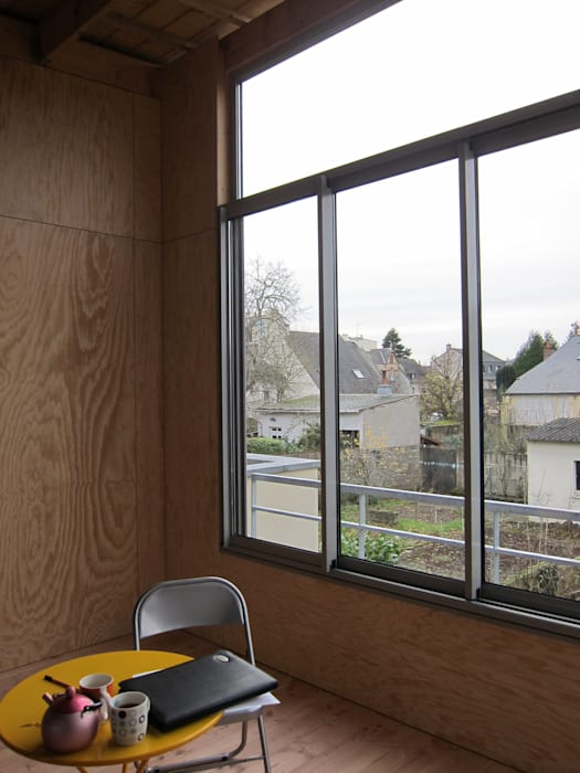 Vue depuis le jardin d'hiver Jardin d'hiver rural par Cécile GAUDOIN Architecte DPLG Rural