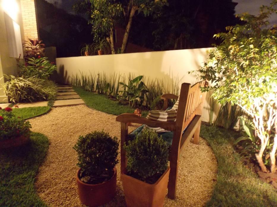 Jardim romântico: Jardins  por Lúcia Vale Interiores