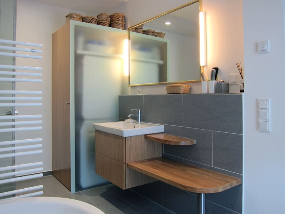 Waschtisch Und Schrank Für Waschmaschine: Moderne Badezimmer Von Homify
