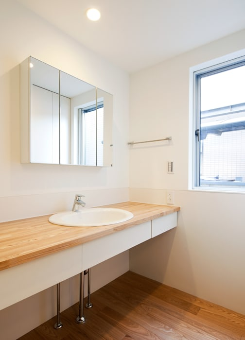 洗面室 モダンスタイルの お風呂 の Unico design一級建築士事務所 モダン
