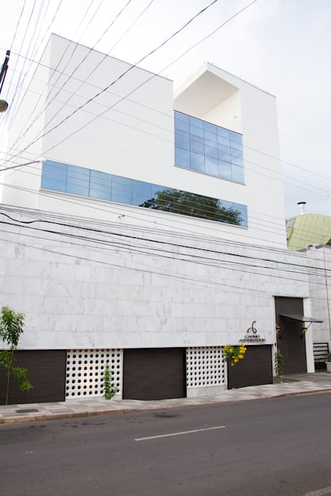 Edifício Sede da Carmo Advogados: Escritórios  por MMEB arquitetos