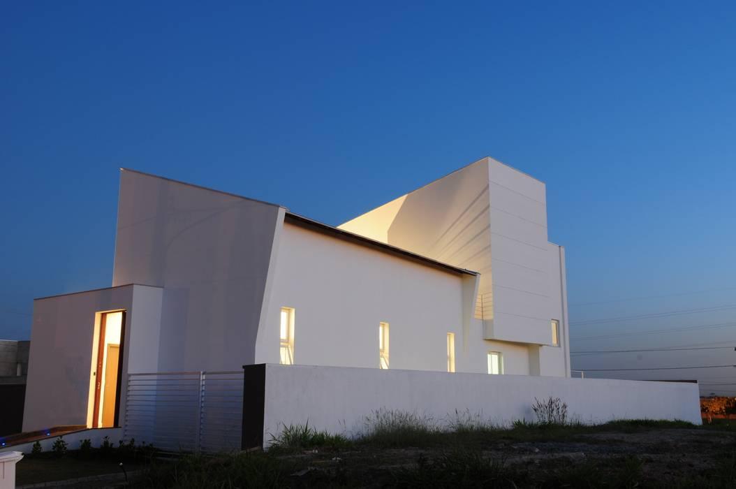 Casa GB: Casas  por MMEB arquitetos ,Minimalista