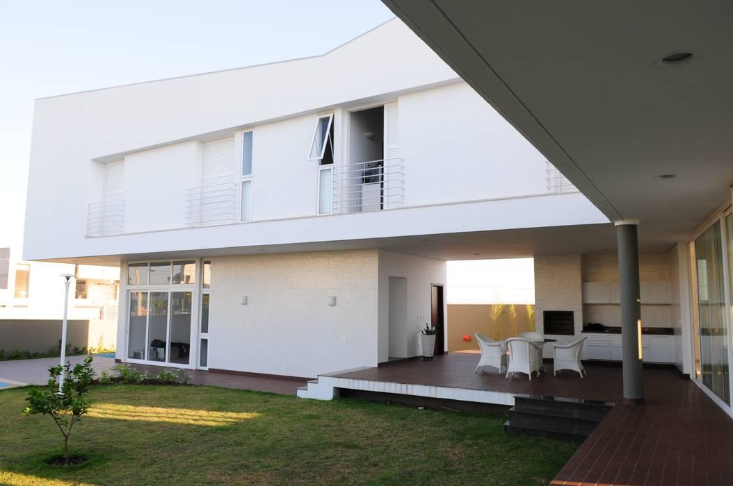 Casa GB: Casas  por MMEB arquitetos
