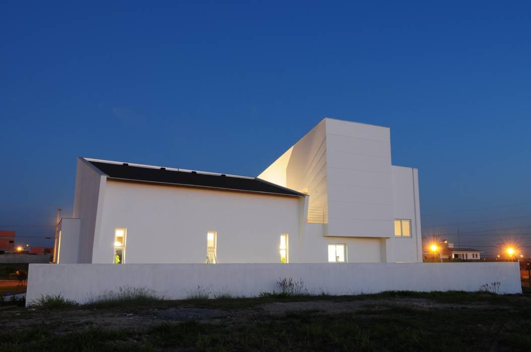Casa GB Casas minimalistas por MMEB arquitetos Minimalista