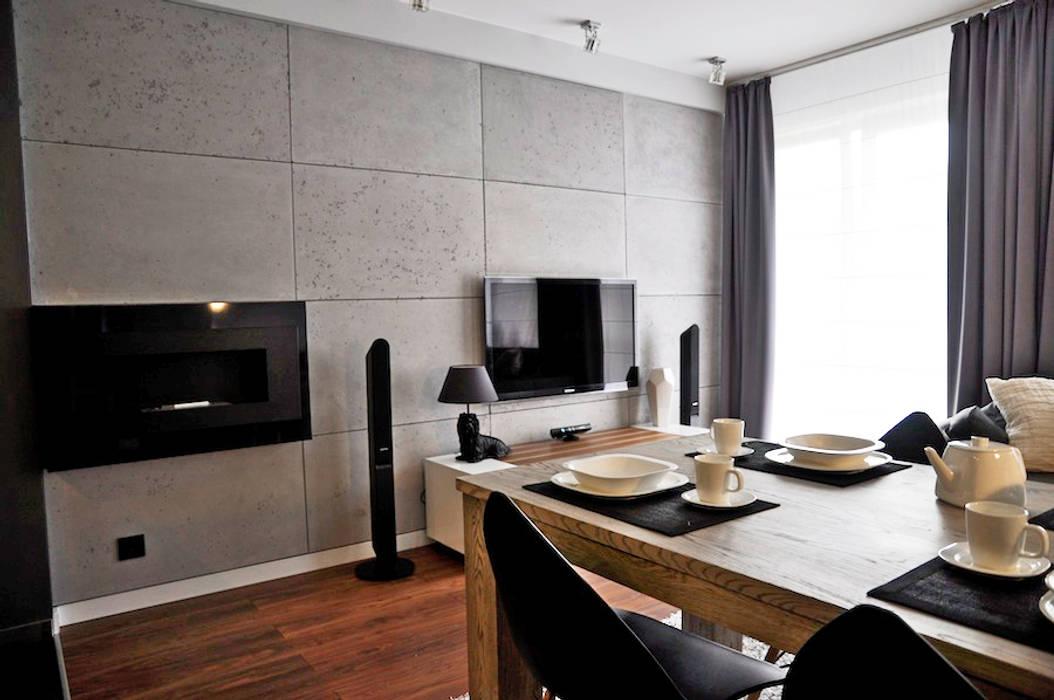 Betonoptik Wandpaneele als Hintergrund für Kamin un Fernseher:  Esszimmer von Loft Design System Deutschland - Wandpaneele aus Bayern,Modern