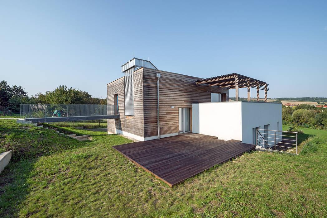 Energieeffizienter Landsitz bei Bratislava:  Häuser von Abendroth Architekten,