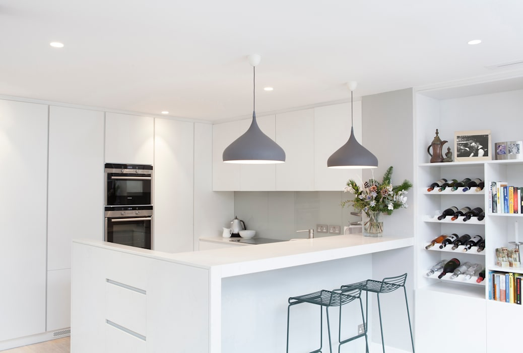Lysia Street: modern Kitchen by S&Y Architects