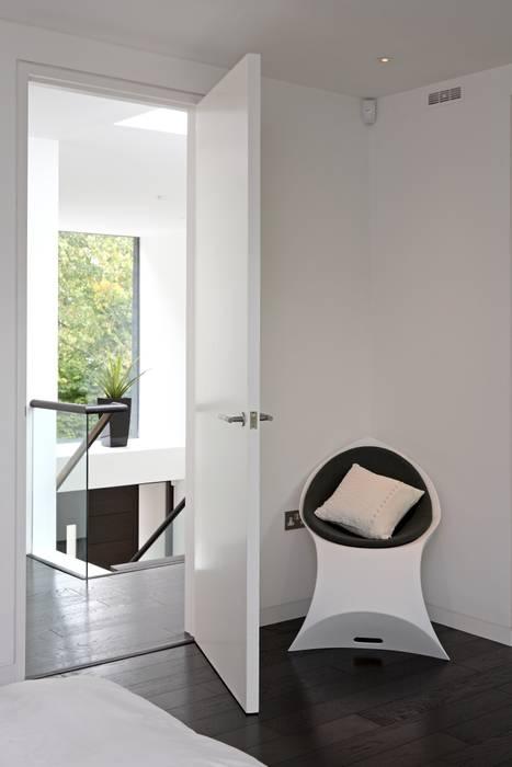 Brixham House Modern corridor, hallway & stairs by Tye Architects Modern