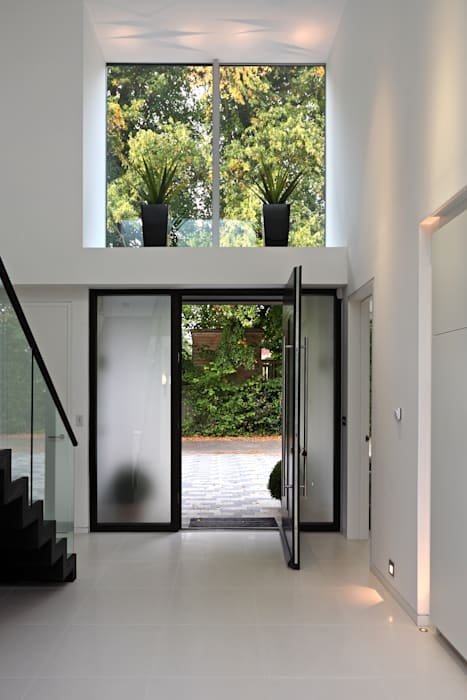 ​Brixham House Modern Corridor, Hallway and Staircase by Tye Architects Modern