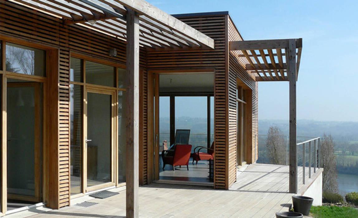 La terrasse avec vue sur la Loire Maisons modernes par Gilles Cornevin SARL Moderne