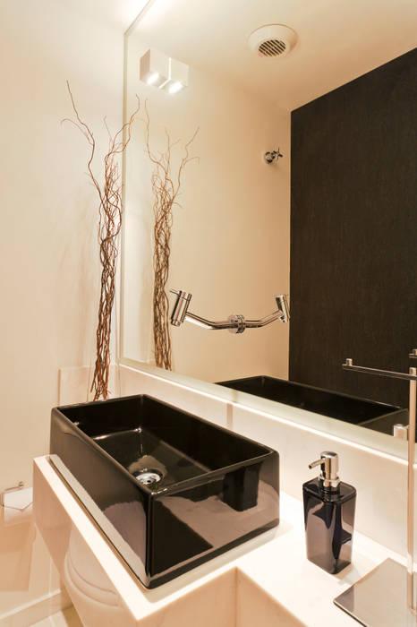 Lavabo: Banheiros  por Enzo Sobocinski Arquitetura & Interiores,Moderno