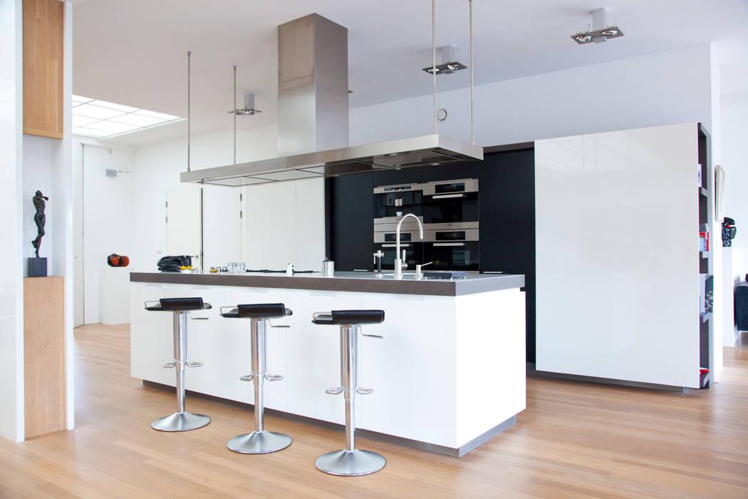 Moderne keuken:  Keuken door Archstudio Architecten | Villa's en interieur