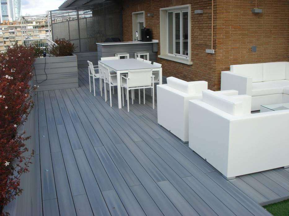 Tarima tecnológica gris Palos en Danza Balcones y terrazas de estilo moderno