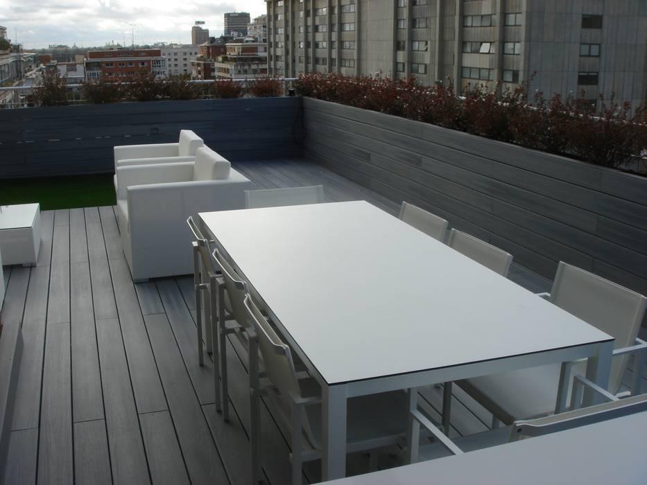 Mesa de exterior de Calma Balcones y terrazas de estilo moderno de Palos en Danza Moderno