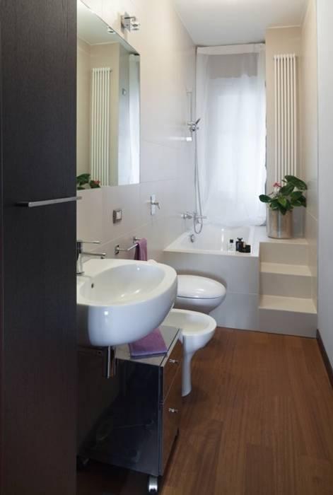 Bagno padronale: Bagno in stile in stile Moderno di gk architetti  (Carlo Andrea Gorelli+Keiko Kondo)