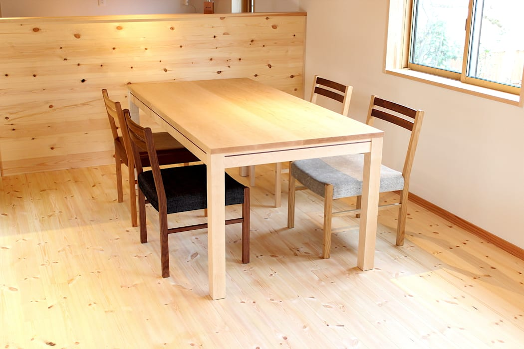 Dining table A-1: trusty wood worksが手掛けたダイニングルームです。