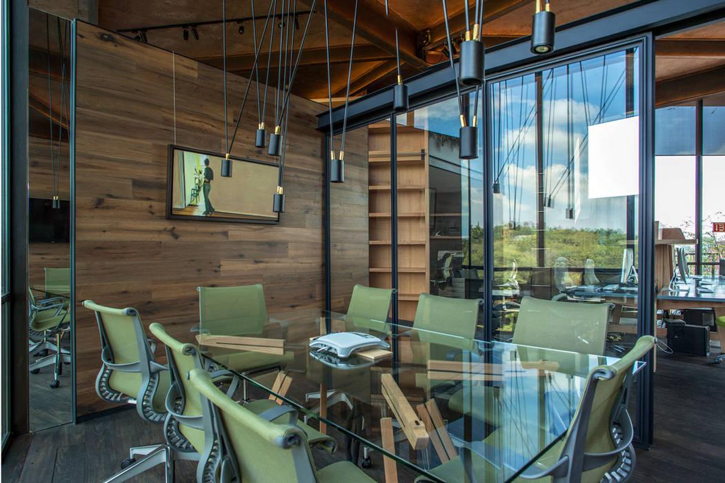Sala de juntas : Oficinas y tiendas de estilo  por Cm2 Management, Rústico