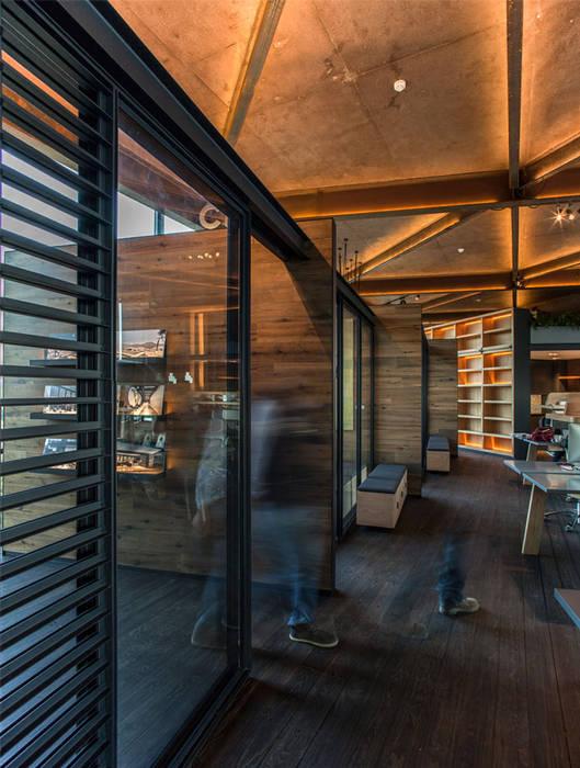 Perspectiva Entrada: Oficinas y tiendas de estilo  por Cm2 Management, Rústico