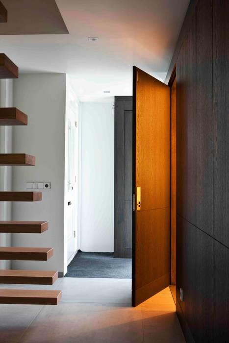 a-LEX Minimalist corridor, hallway & stairs