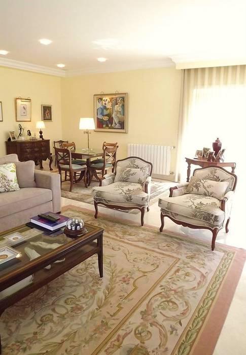 Phòng khách theo Traço Magenta - Design de Interiores, Kinh điển