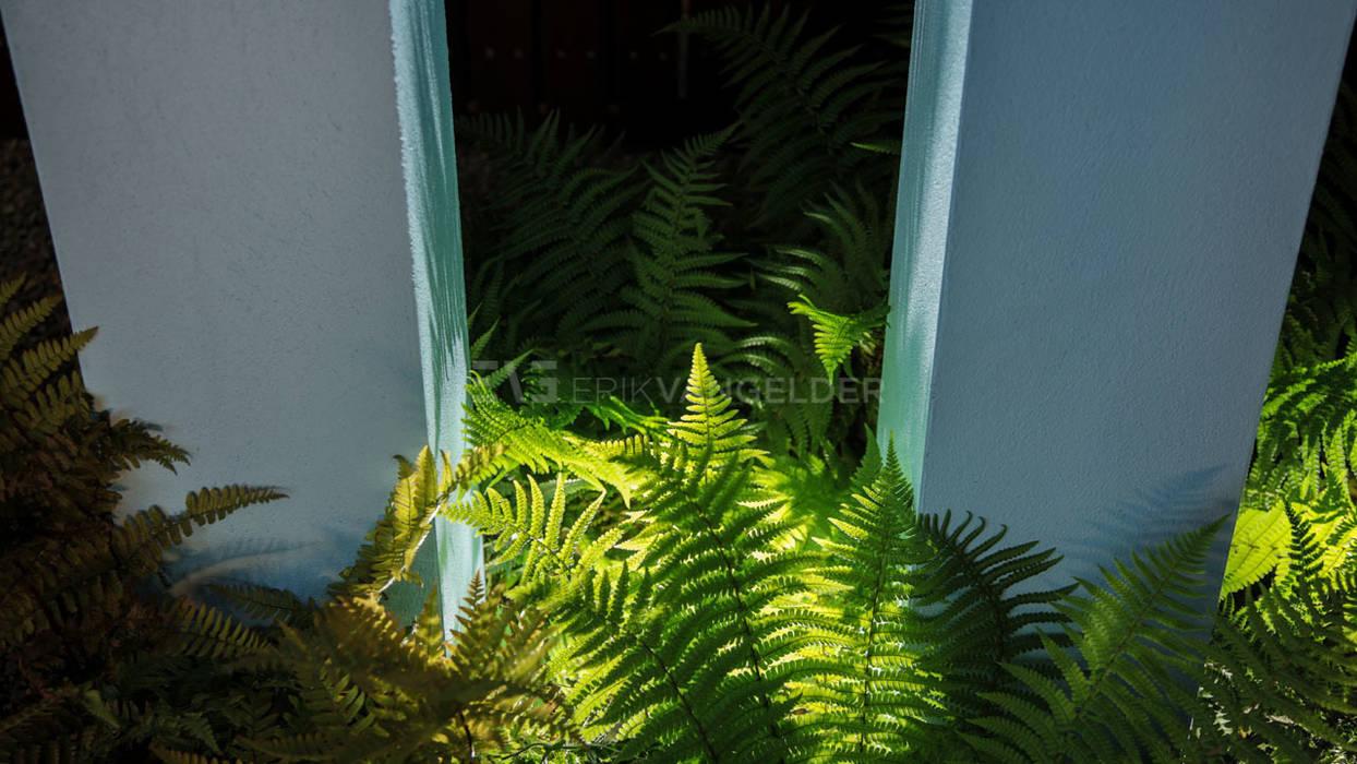 Detail varen en zuilen:  Tuin door ERIK VAN GELDER | Devoted to Garden Design
