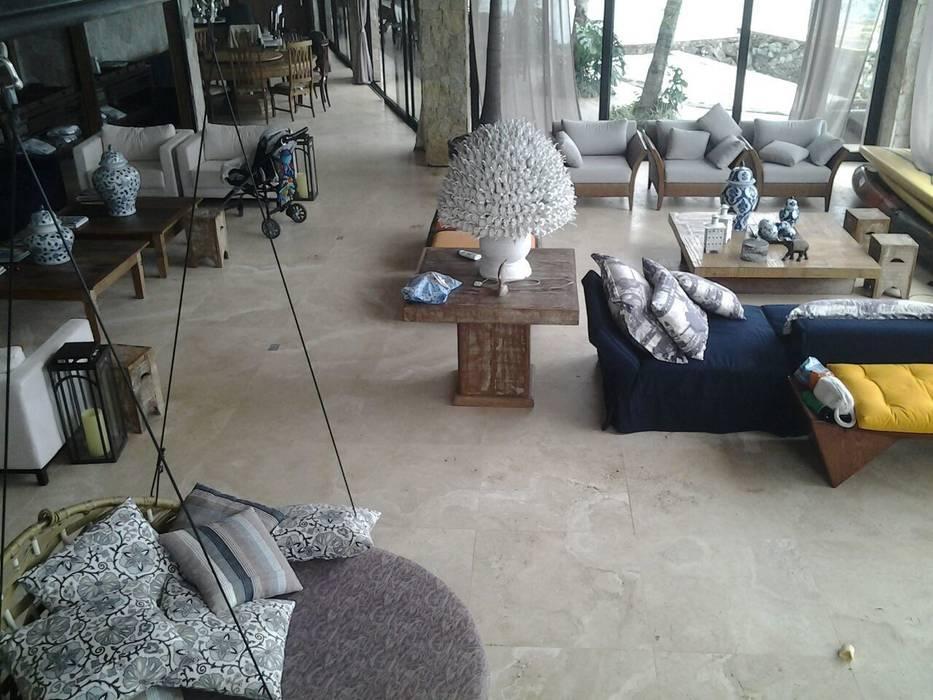 Travertino Navona Toscano cortado contra o verso Salas de estar mediterrâneas por CAMASA Marmores & Design Mediterrâneo