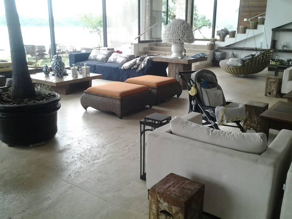 Casa em Angra dos Reis - RJ Salas de estar mediterrâneas por CAMASA Marmores & Design Mediterrâneo