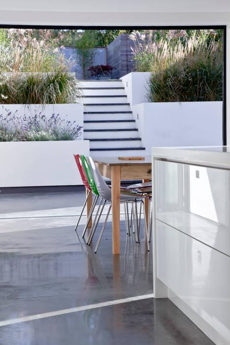 Maldon Road, Exterior:  Garden by David Nossiter Architects,