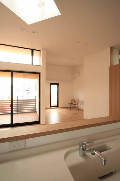 リビング、ダイニング: 中川龍吾建築設計事務所が手掛けたリビングです。