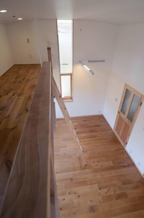 ロフトのある子供室: 中川龍吾建築設計事務所が手掛けた子供部屋です。