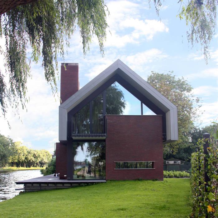 Casas estilo moderno: ideas, arquitectura e imágenes de VVKH Architecten Moderno