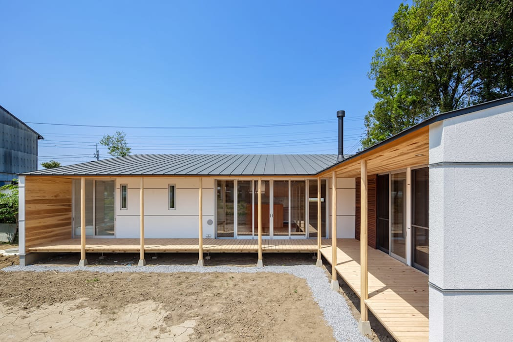 A House In The Fields Maisons modernes par 株式会社 中山秀樹建築デザイン事務所 Moderne