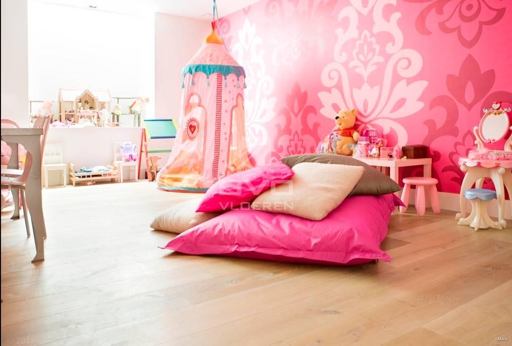 Houten vloer in prinsessenkamer:  Kinderkamer door BVO Vloeren