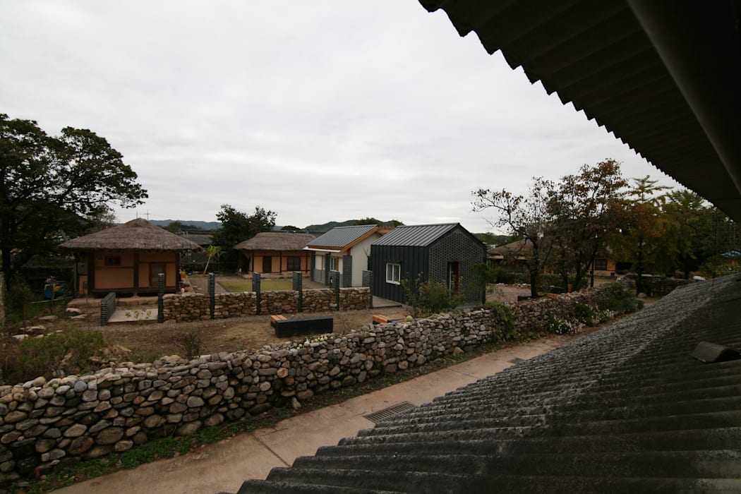 Country style house by 201 건축사사무소 Country