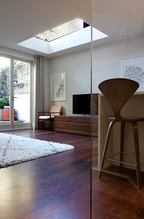 Redesdaale Street Chelsea Basement Development :  Living room by Shape Architecture,