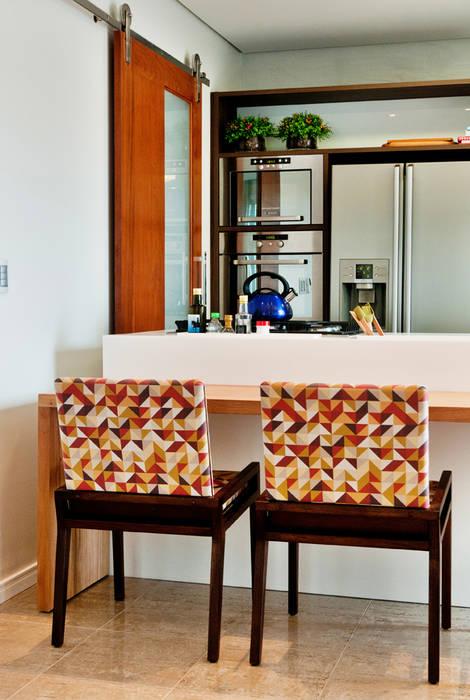 PROJETO ARQUITETÔNICO FACHADA E INTERIOR DA RESIDÊNCIA PRUNER (Fotos: Lio Simas) ArchDesign STUDIO Cozinhas rústicas