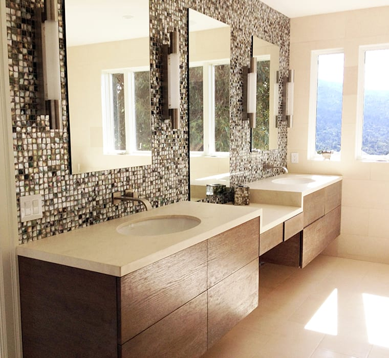 Black Lip Mother of Pearl in Bathroom Renovation in Kentfield, California, USA ShellShock Designs Baños de estilo moderno