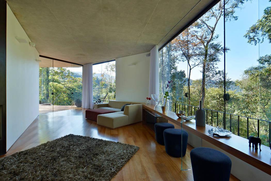 Living room by Humberto Hermeto, Modern